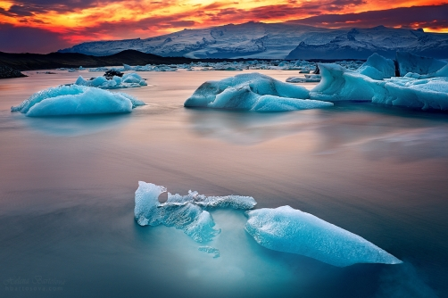FLYING ICE (Jökulsarlón, Iceland)