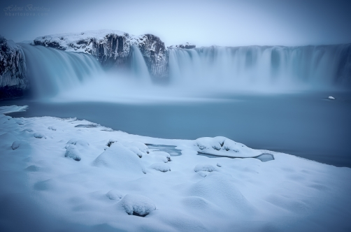 FROZEN WORLD (Godafoss, Island)